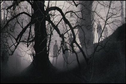 Critiques de films de zombies/contaminés - Page 2 Outpost-img-01