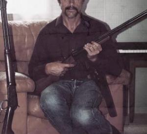 Malcolm Kennard dans le rôle de Ivan Milat