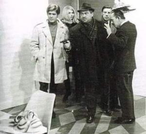 Daniel Vigo (Ric Hochet), Mireille Baert (Nadine), Jacques Lippe (Commissaire Bourdon) et Michel Dupleix (Inspecteur Manière)