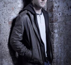 Shawn Ashmore (Mike Weston)