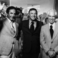 Gene Kelly (au centre) et le  duo Hanna-Barbera
