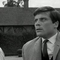 Simon (Oliver Reed)