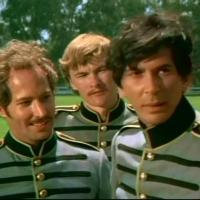 A droite, Frank Langella (Zorro)