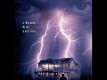 Quelque Chose Demeure Ici (Someone Is Watching - 2000)  -VF-