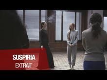"""SUSPIRIA (Dakota Johnson, Tilda Swinton, Chloë Moretz) - Extrait """"La première danse de Susie"""" VOST"""